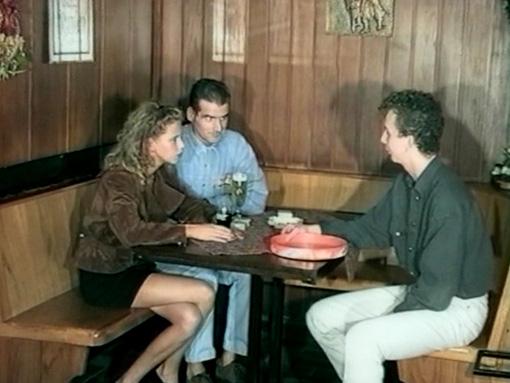 Un couple allemande baise dans un bar