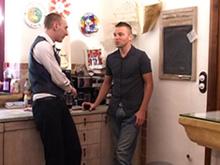 3 jeunes minets français baisent dans une cuisine