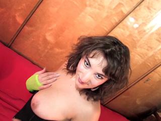 Video porno Enlève tes habits que je te baise - HD