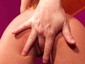 Brune pulpeuse offre son corps parfait !