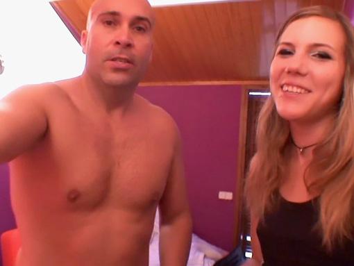 Une journaliste tombe dans l'engrenage du porno - HD