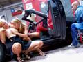 Le garagiste se tape des stars du porno.