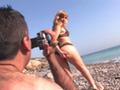 Blonde mature et son mec se tape un plan sur la plage - HD