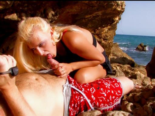 Malaury sur le sable mangera un coup m�morable - HD