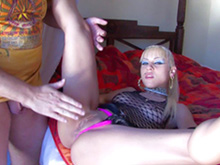 Jeune punkette participe � son premier casting de film porno - HD
