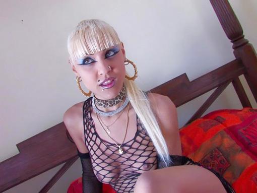 Jeune punkette participe à son premier casting de film porno - HD