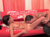 Il fait jouir sa copine Espagnole sur un tournage porno - HD