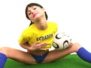 Equateur, leur hôtesse supportrice se dévoile !