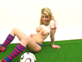 Groupie from USA, strip int�gral en tenue de foot !