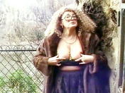 An old slut flashing in the Vincennes forest    xxx videos