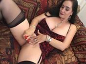 Téléchargement de Une brunette aux gros seins suce et baise pour payer la facture !