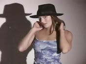 Eliska una bella bruna si masturba la figa ! videos porno