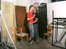 Petite baise cachée pour ces deux étudiants