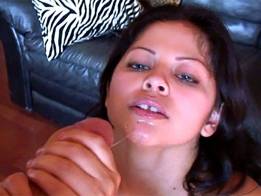 Cochonne mexicaine filmée pendant quÂ'elle baise !