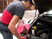 Un mécanicien se tape une cliente !