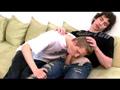 telecharger porno Couple gay s'encule sur le sofa