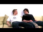 Téléchargement de Couple gay s'encule sur le sofa