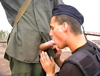 Maton enculé par un détenu