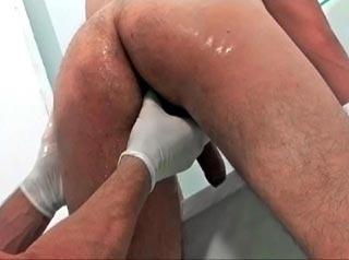 Grosse bite de docteur à sucer sans pudeur
