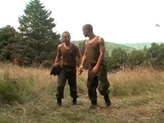 Militaire bien monté enculé et facialisé videos gay