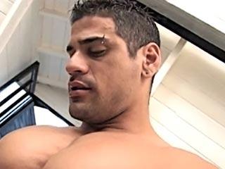 Deux latinos se font le cul à tour de rôle videos gay