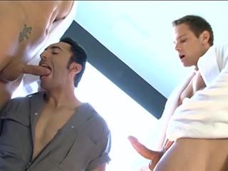 Plombier basané se fait casser la raie videos gay