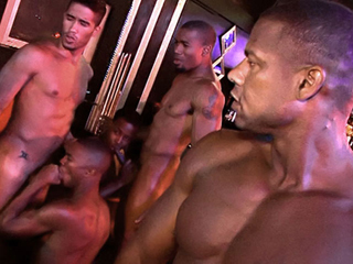8 grosses teubs black lui font sa fête videos gay