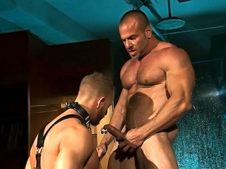 Esclave gay enculé par un bear musclé videos gay